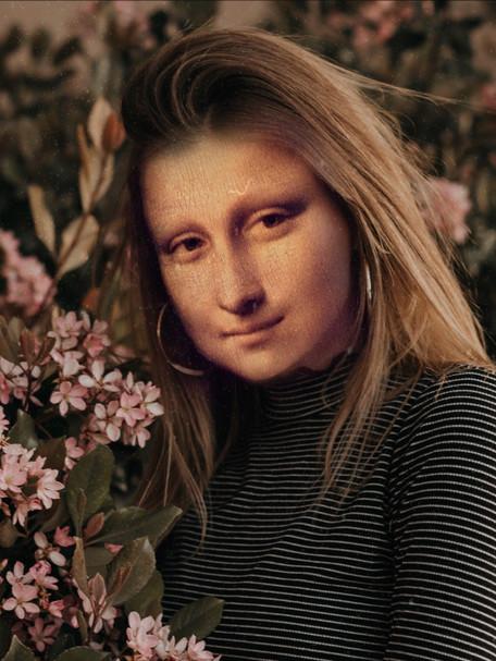 VINTAGE PHOTOSHOOT WITH MONA LISA