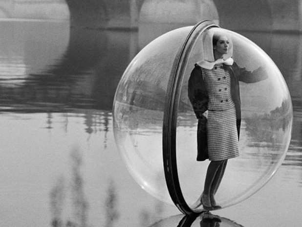 MELVIN SOKOLSKI: BUBBLE OVER PARIS, POUR HARPER'S BAZAAR