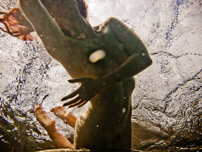 NEIL CRAVER: UNDERWATER NUDE ROCK QUARRY, UNE SERIE ENCHANTERESSE