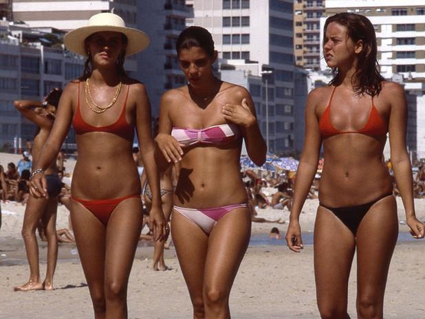 BLAKE W. SMITH: LES PLAGES DE RIO EN 1978, UNE SÉRIE VINTAGE TRÈS ENSOLEILLÉE