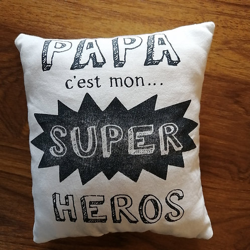 "Coussin ""doudou"" papa super héros"