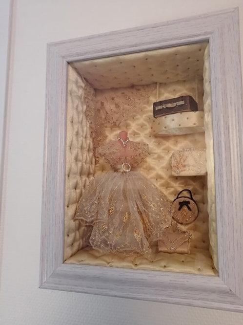 Vitrine robe doré