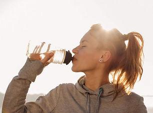 os-beneficios-de-beber-agua-1-860x485.jp