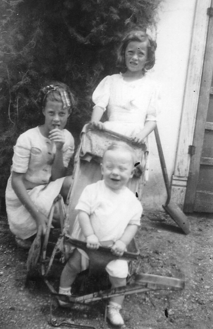 Virginia LOng Betty Stewart  Willima Lon
