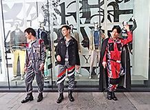 作業着ファッションショー,リメイク作業着を着て、街中で撮影
