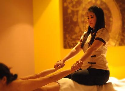 spa-in-hoi-an-massage-thai-massage-salt-