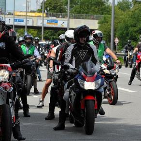 只對二輪族開刀!?德數千騎士走上街頭,抗議政府『雙標法規』