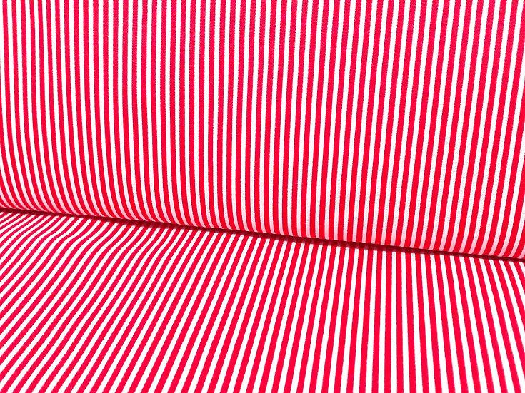 bomullstoff med striper i rød