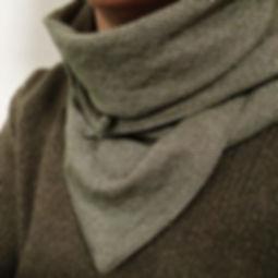 foulard astucieux Stella Kaki et doré