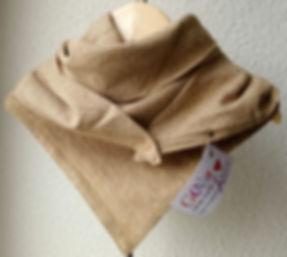 foulard astucieux Stella Or beige et doré.Modèle Ras du cou.
