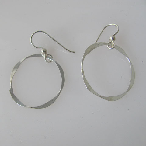 D160 Hammered circle earrings