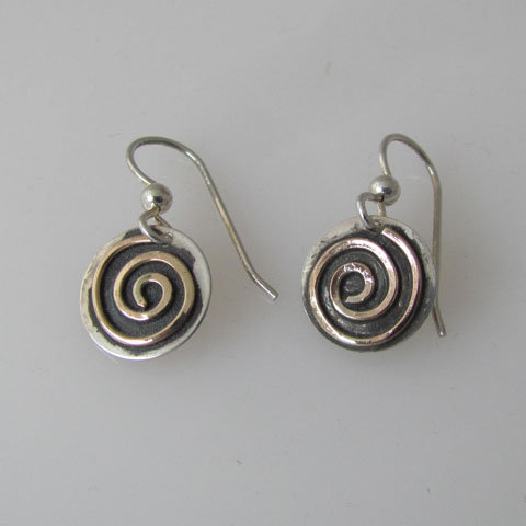 Sp3  Tiny spiral earring
