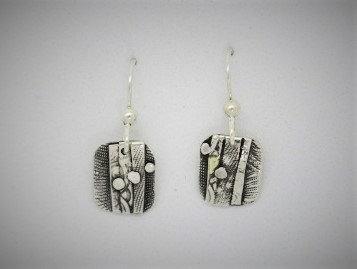 B11 Tiny drop silver earring