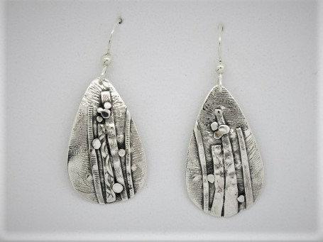 B15 linear tear drop silver earring