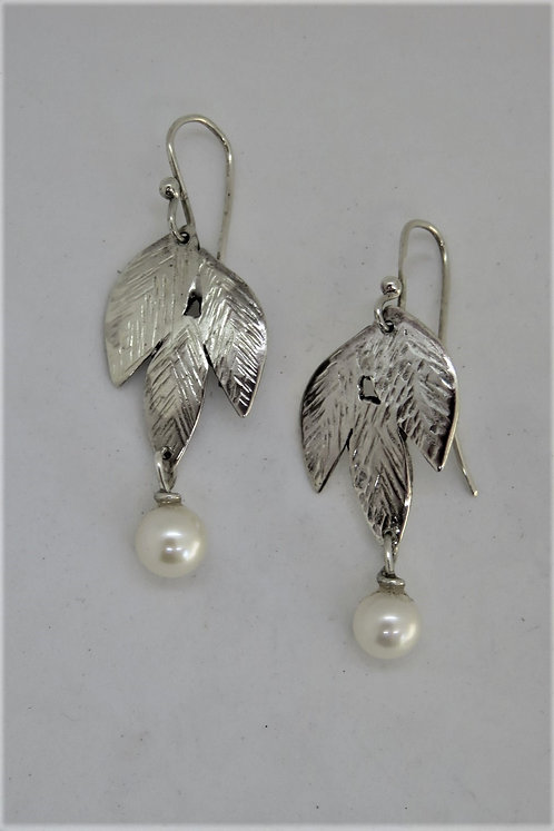 Leaf-3 sterling and pearl earring