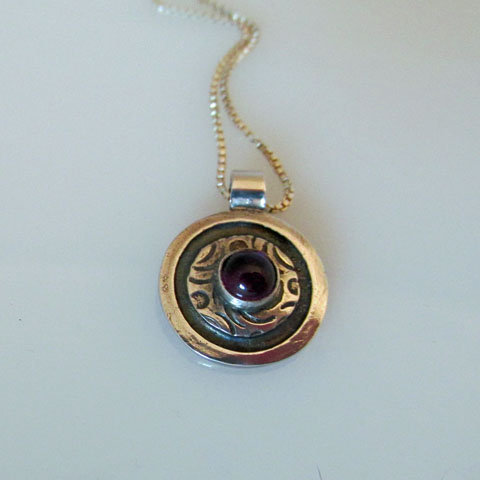 NC-C16 Dot and spiral pendant with stone