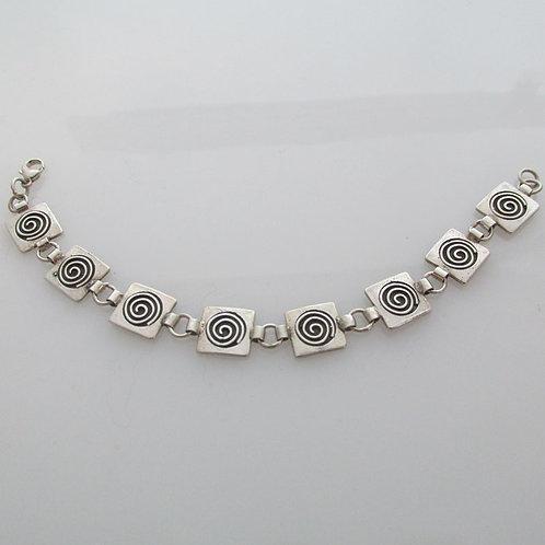 Br-C9  Square spiral linked bracelet