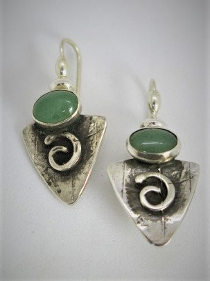C1  Small triangular spiral earring w/adventurine