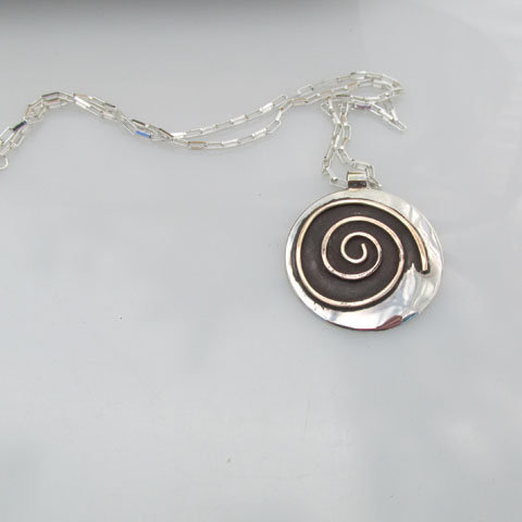 NC-sp3 Bold spiral necklace