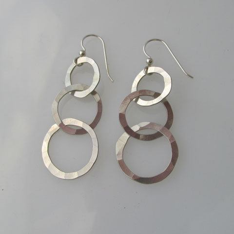 CC2a Hammered triple link earring