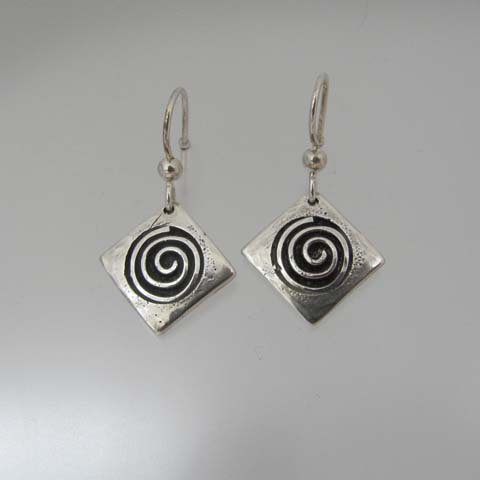 C9  Square bold spiral earring