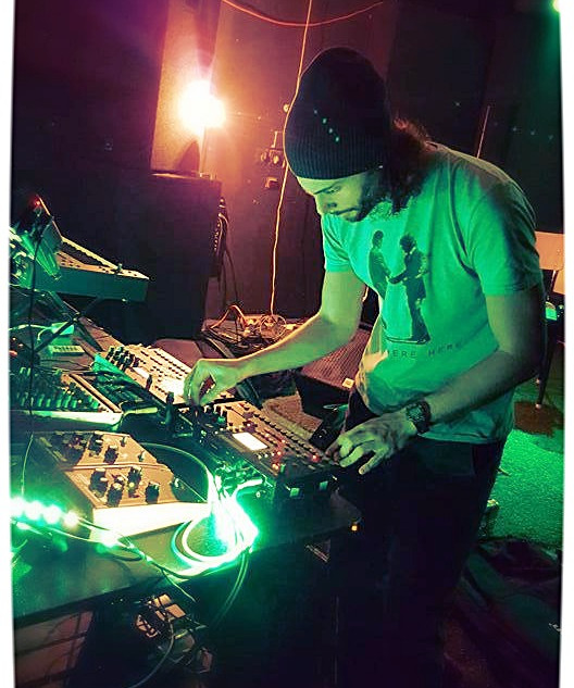 """""""AU ELEX 01"""" was a Live Act (electronic experemental) at the Bar """"AU"""" 1160 in 2015 with grooveboxes, synths and guitar pedals, where i was perfoming a live music production improvisation, house and techno."""