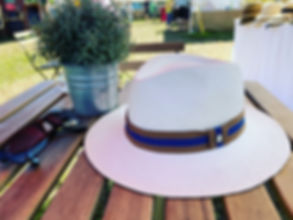 Panamahut auf Tisch