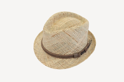 Trilby in Seegras