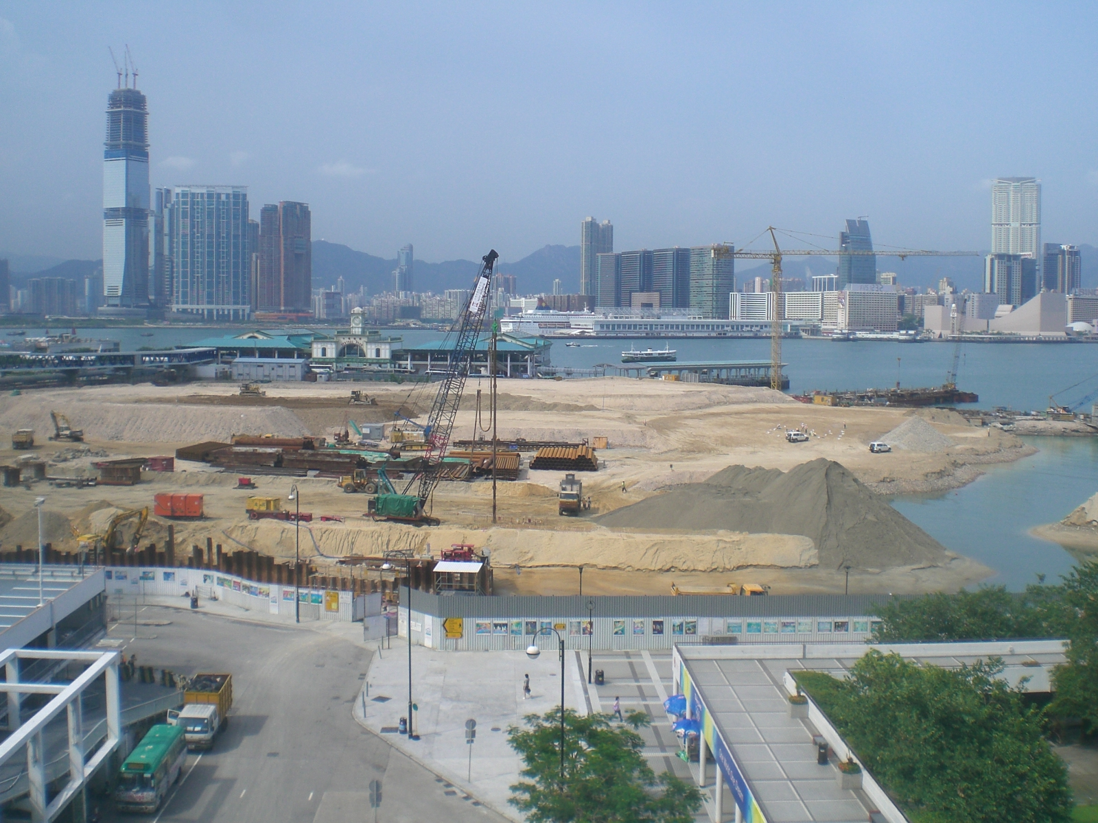 HK_City_Hall_Views_Victoria_Harbour_Land_Reclamation_google