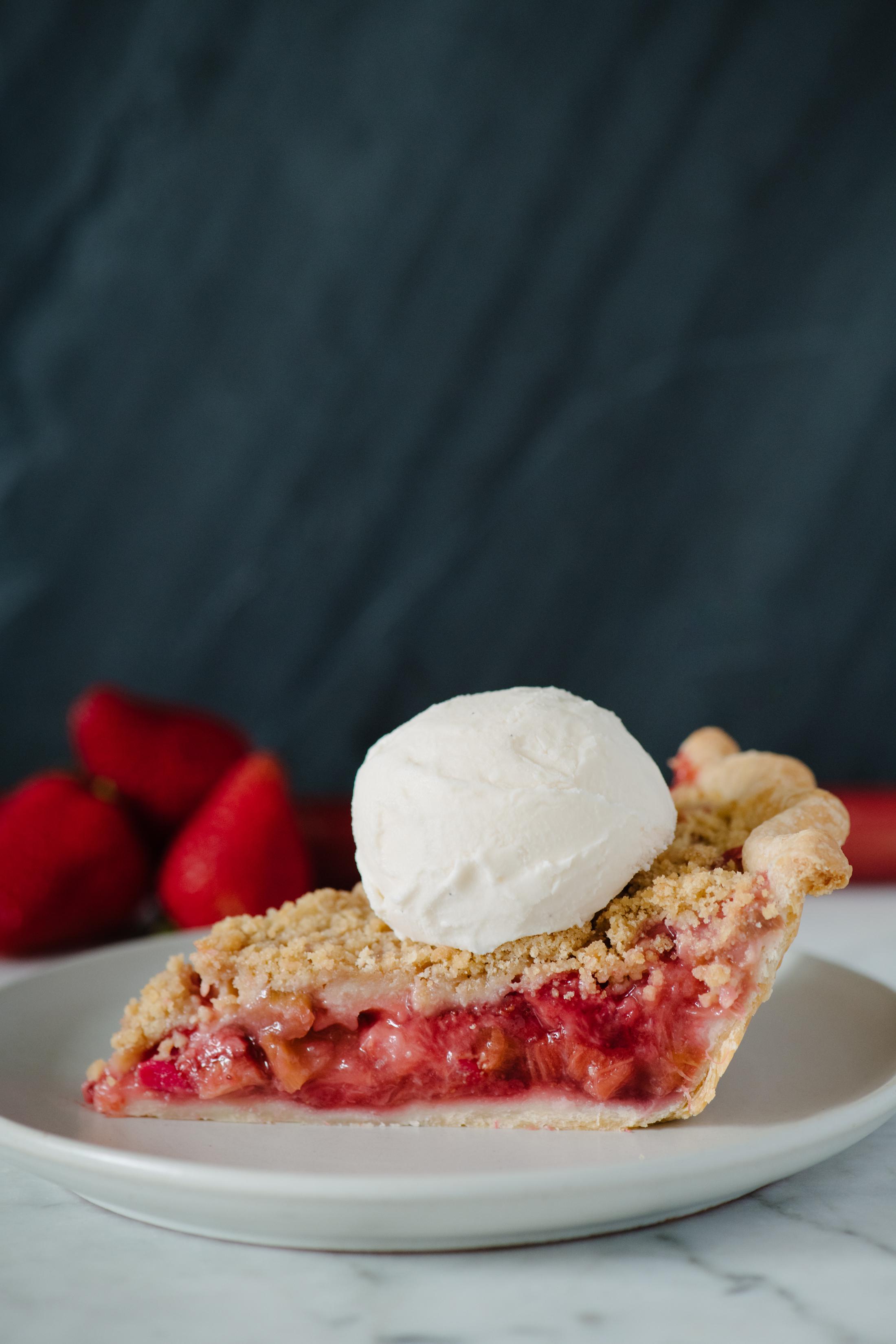 StrawberryRhubarbPie16