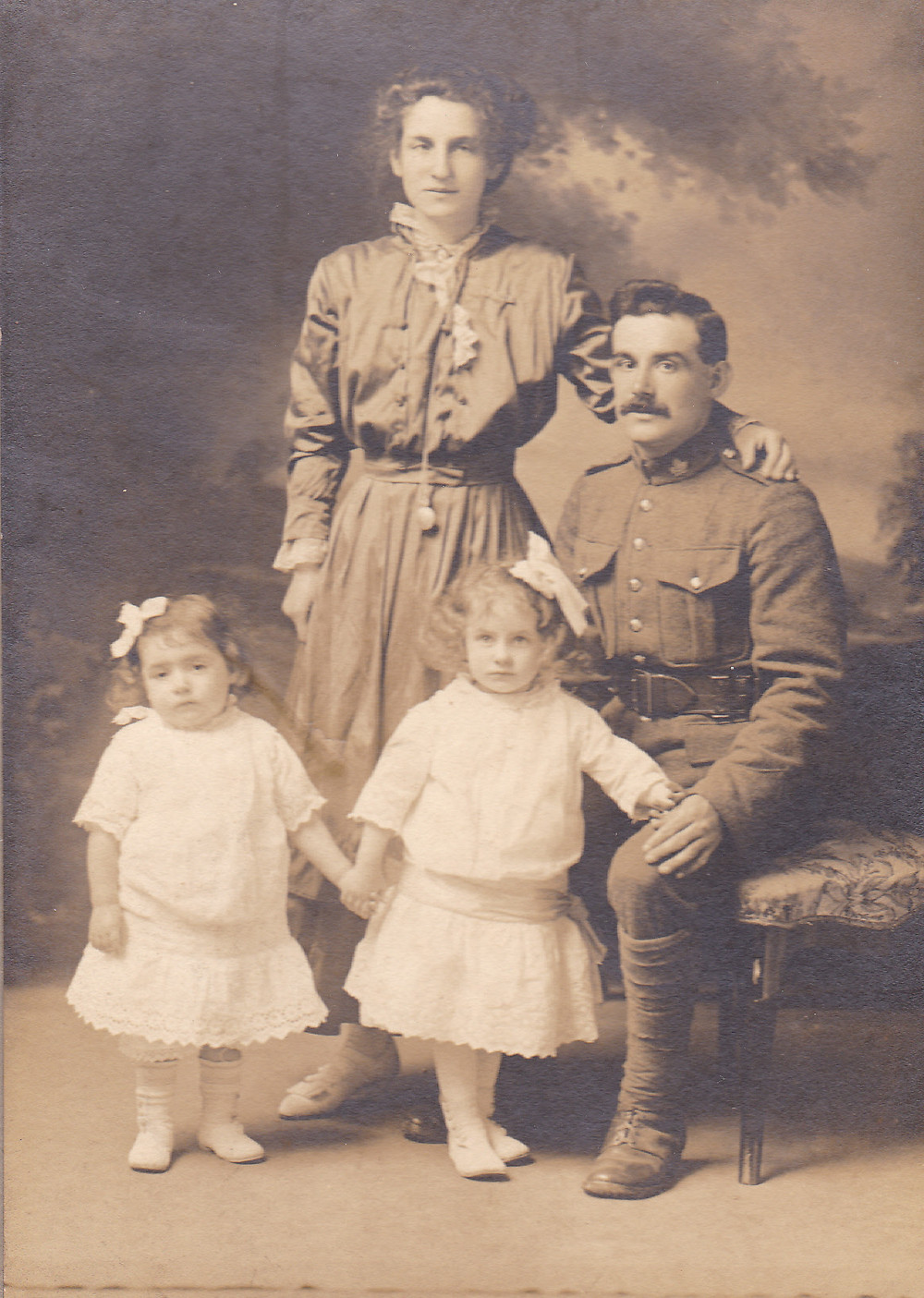 Frost family photograph, taken in first half of 1916.