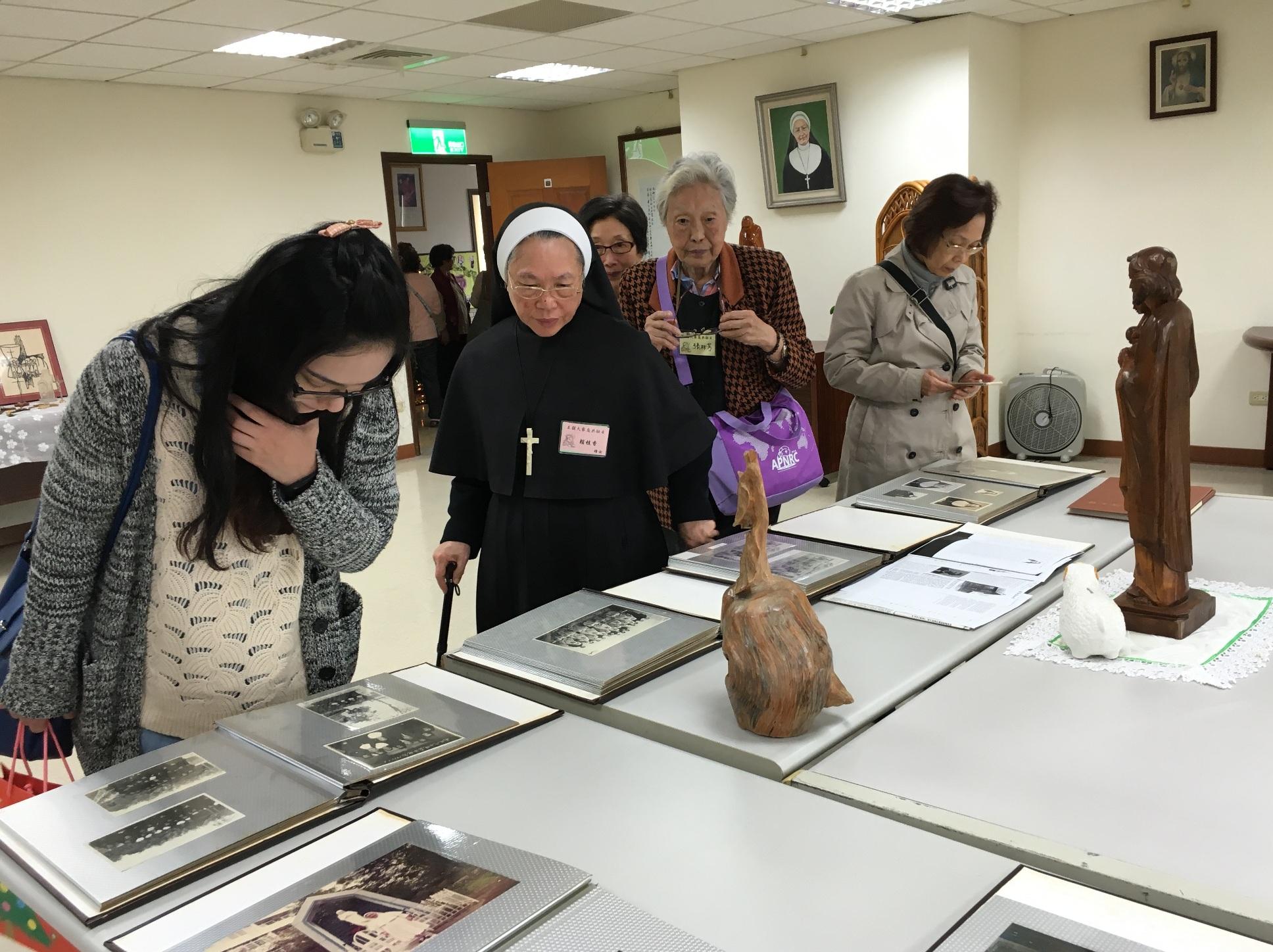 4-4修女帶領來賓參觀會院