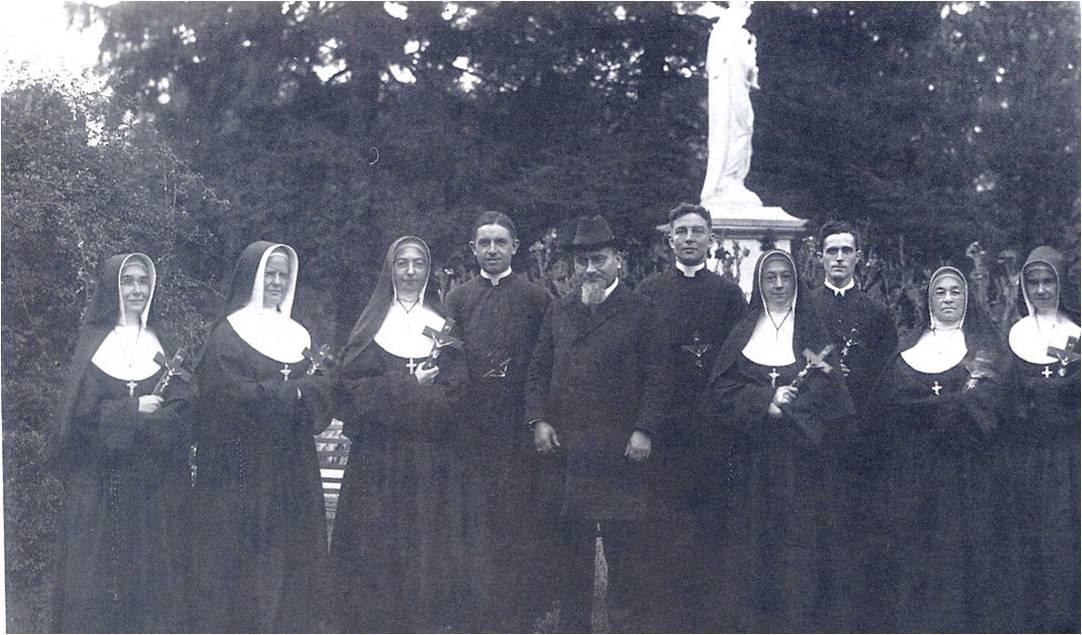 1920.9.29譚維新主教Bishop Tacconi及6位主顧會修女離美總院去開封
