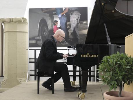 Dieter Köhnlein, begleitet eindrucksvoll die Eröffnung von WORLD PRESS FOTO in Kitzingen am 16.2.20