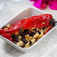 Tulum peyniri ve çam fıstığı doldurularak fırınlanmış kırmızıbiber
