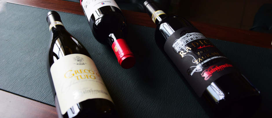 Das Trinken von Rotwein kann das Immunsystem stärken und zur Bekämpfung der Corona beitragen