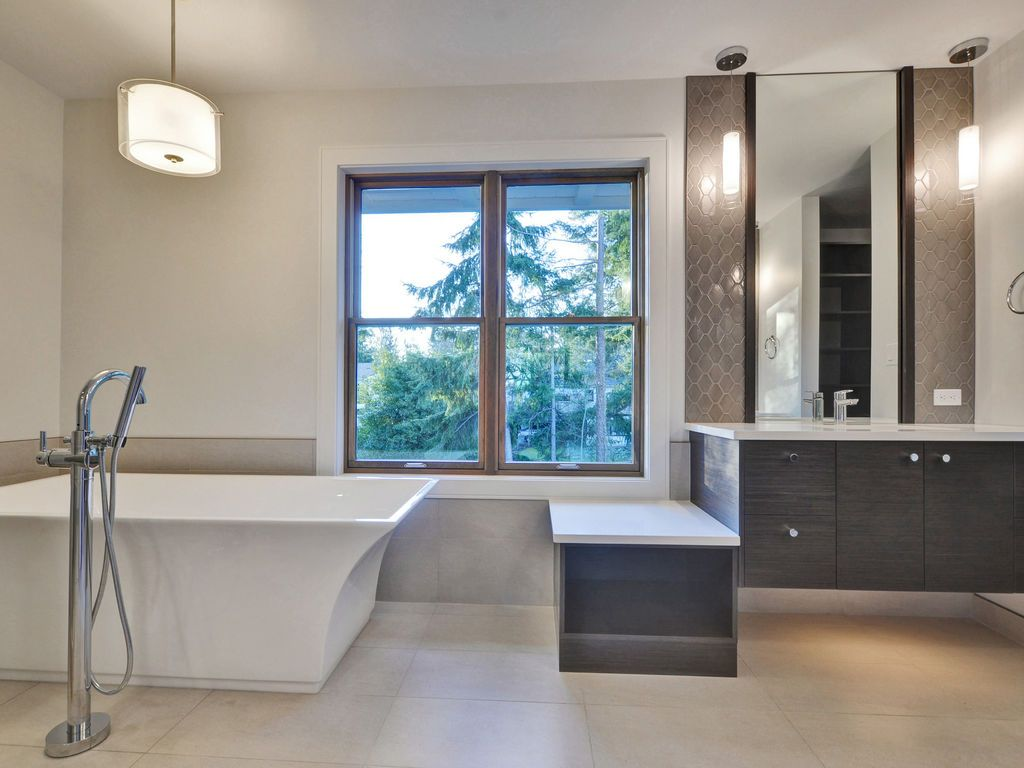 Hewlett Estates ensuite