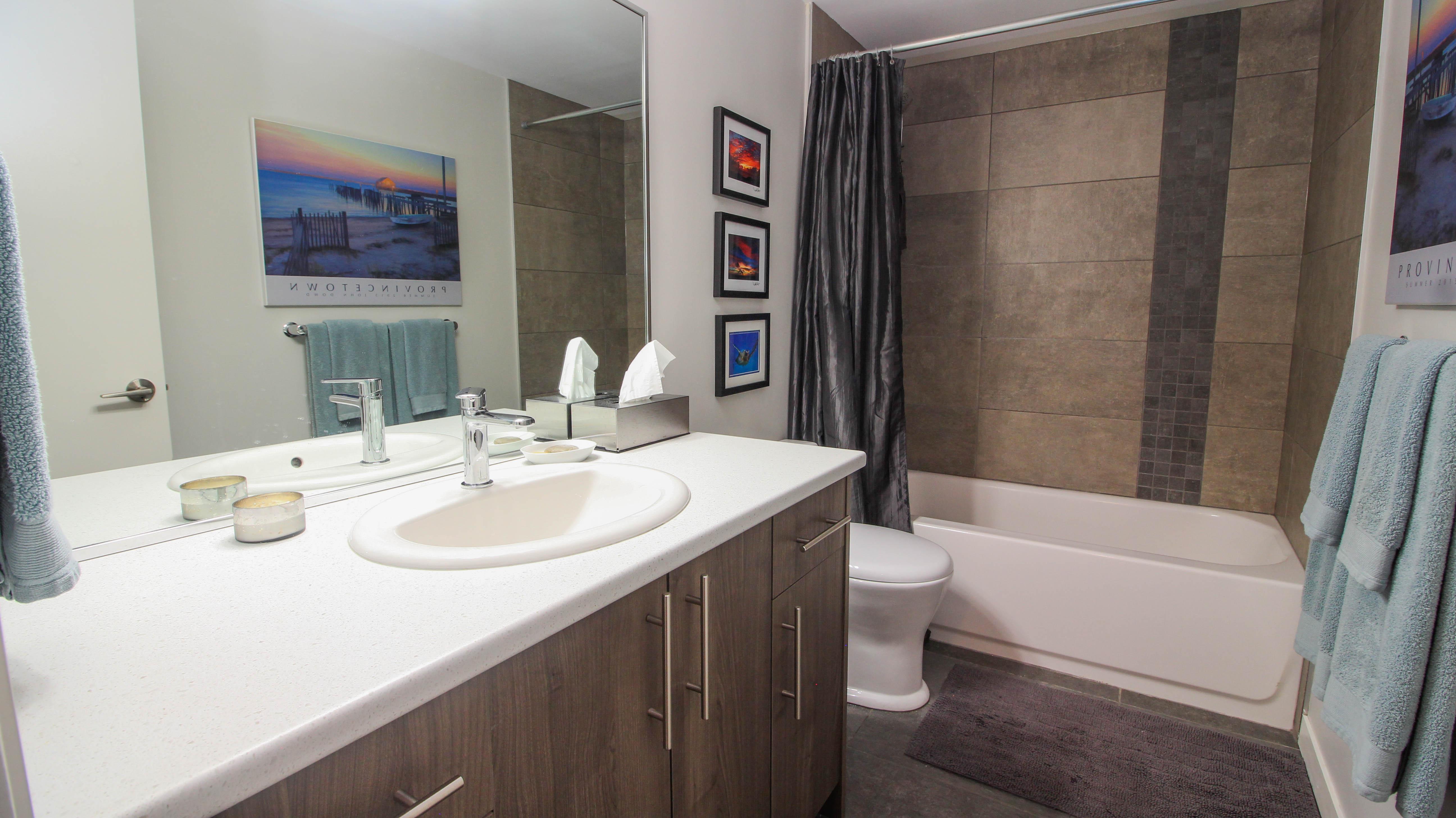 Southgate Apartments bathroom