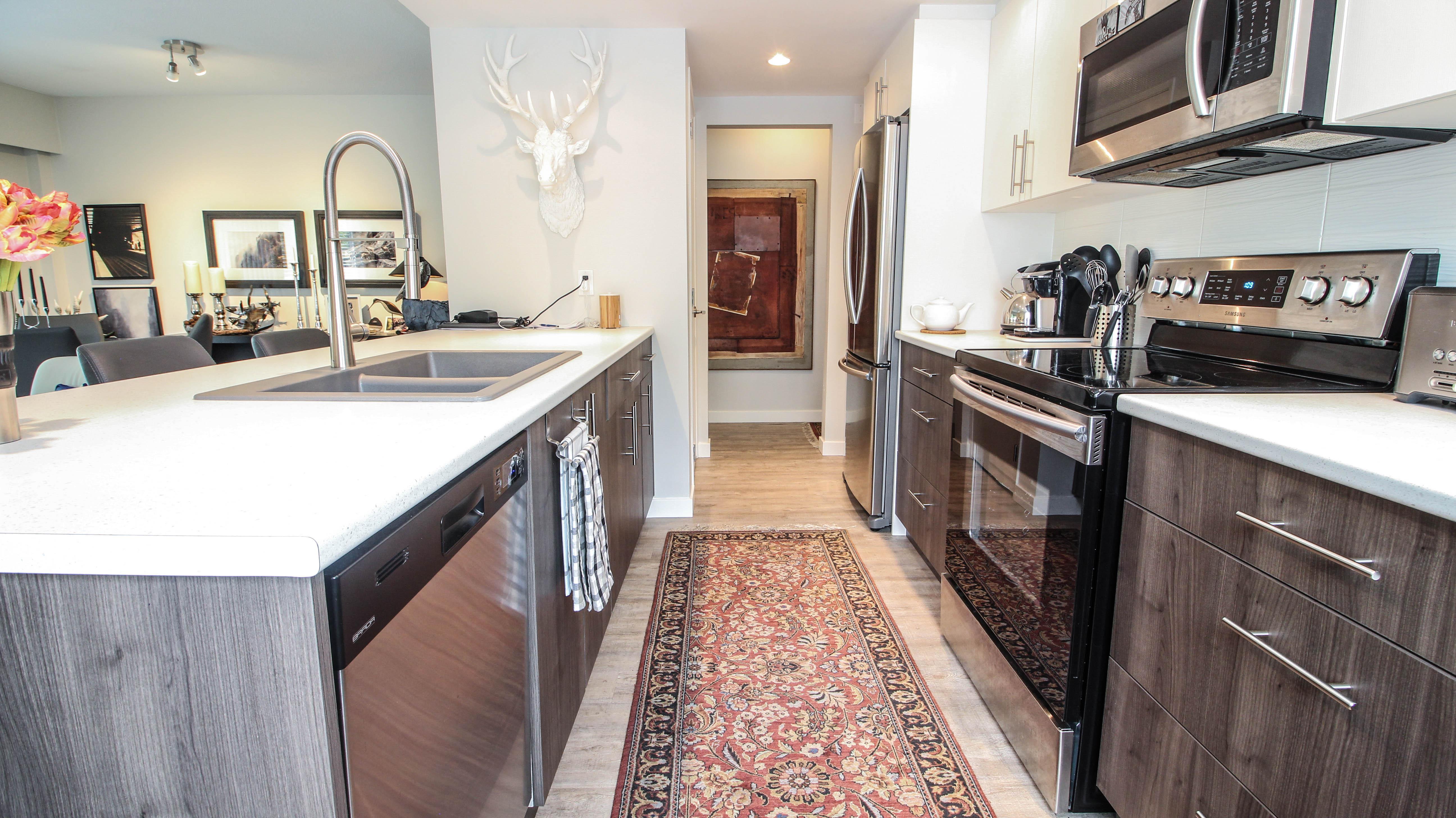 Southgate Apartments Kitchen 3