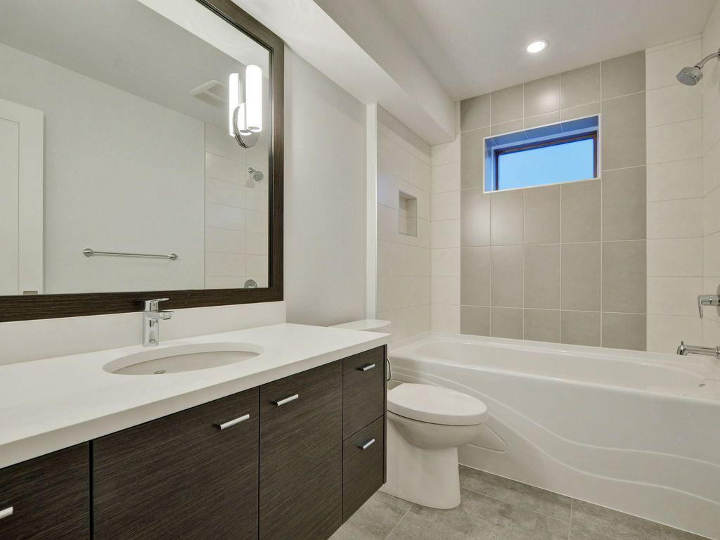 Hewlett Estates bathroom 3