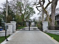Hewlett Estates gates