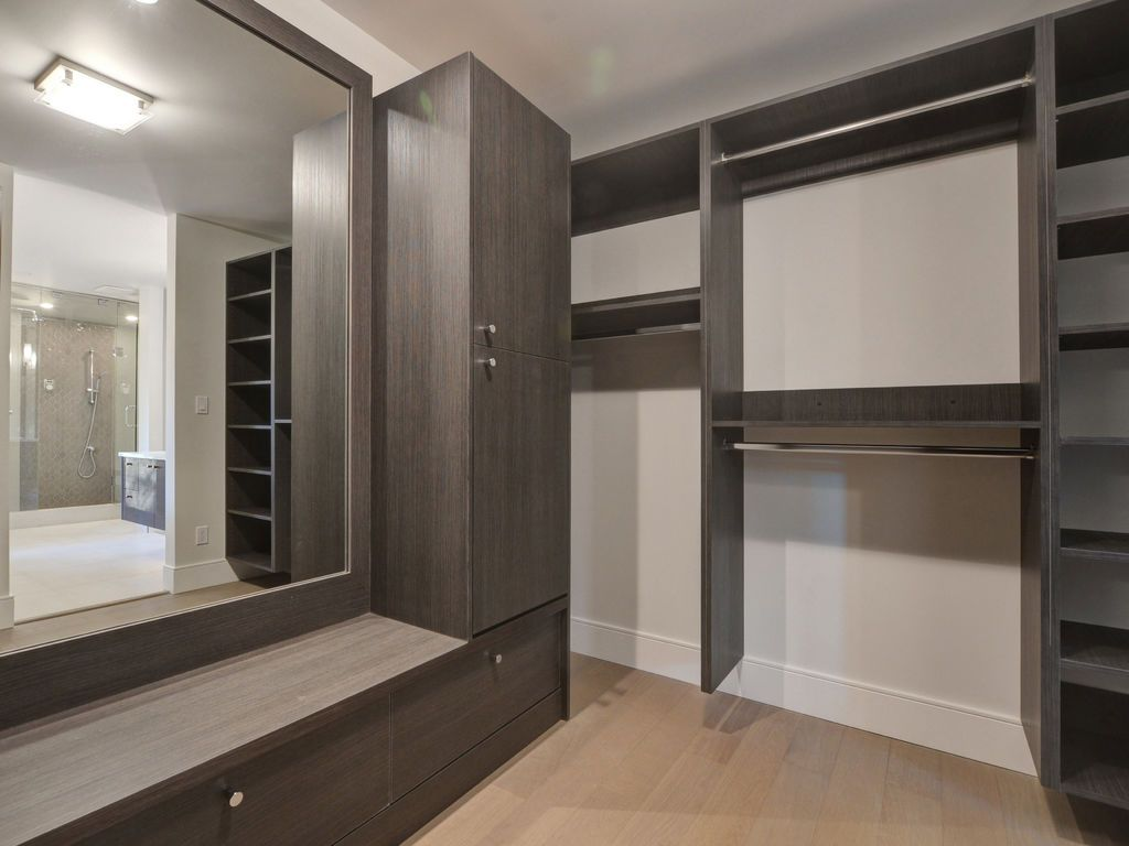 Hewlett Estates closet