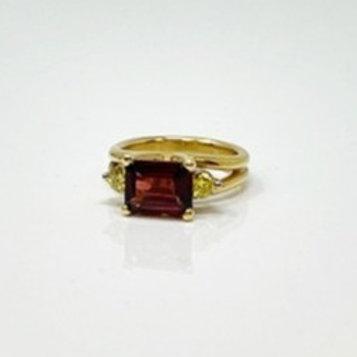 Wong Ken's Lady's Garnet Ring