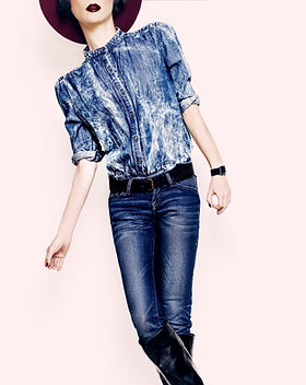 glamorous-lady-in-a-stylish-jeans-clothe