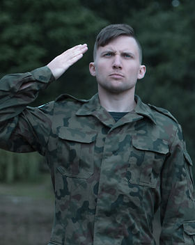 ssoldier-wearing-military-uniform-saluti