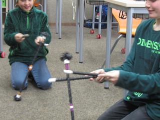 Wir basteln Flower-Sticks im Jonglierclub