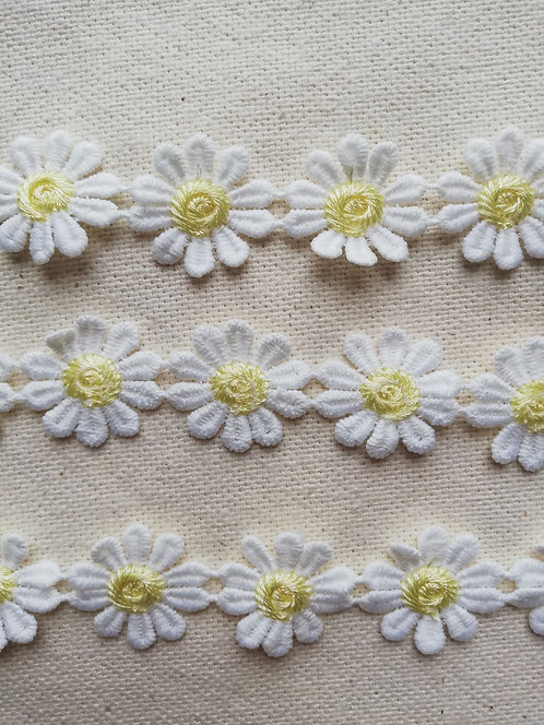 Embroidered Daisy Trim