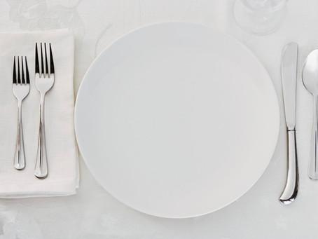 How should restaurant groups develop menus?