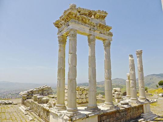 ruins-774913_1280.jpg