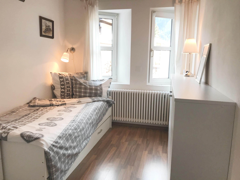 kleines Schlafzimmer ein Bett